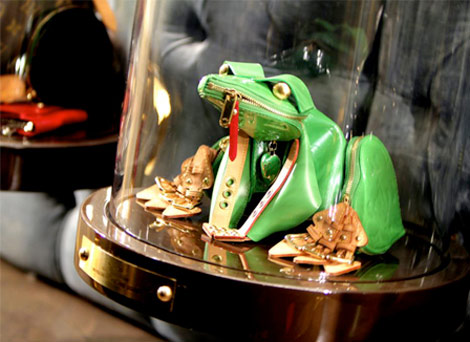 Louis Vuitton Billie Achilleos frog 2010