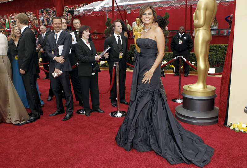 Mariska Hargitay Vera Wang dress 2010 Oscars 1