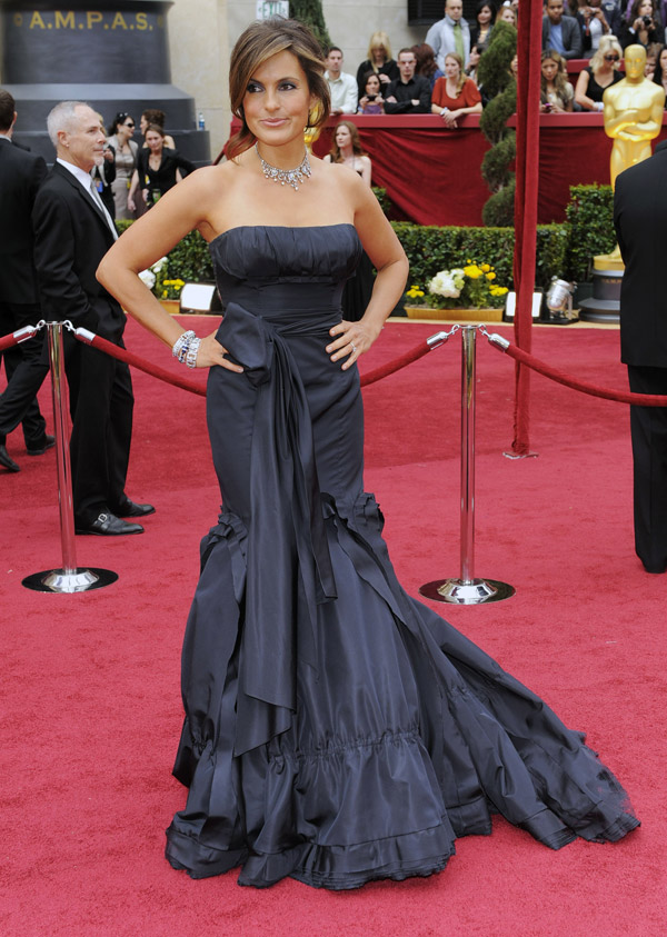 Mariska Hargitay Vera Wang dress 2010 Oscars 2
