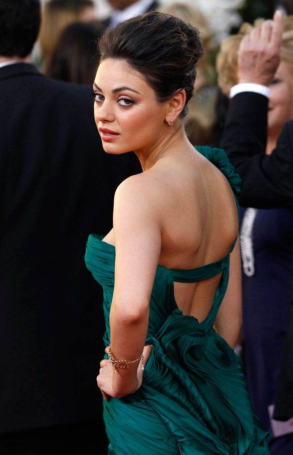 Mila Kunis Green Vera Wang dress Golden Globes 2011 1