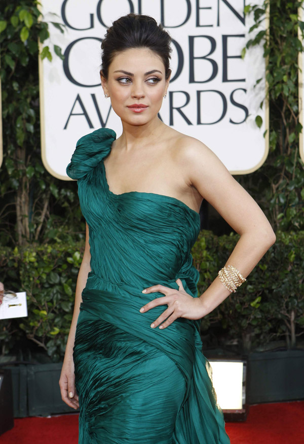 Mila Kunis In Green Vera Wang Dress For Golden Globes 2011