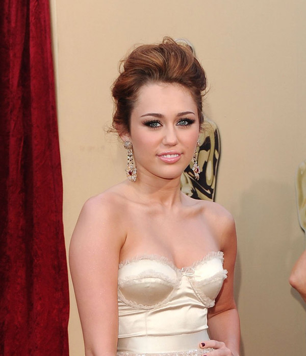 Miley Cyrus Jeny Packham dress 2010 Oscars 1