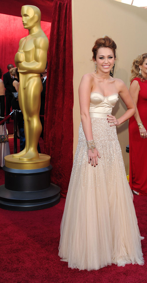 Miley Cyrus Jeny Packham dress 2010 Oscars 3