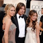 Miley Cyrus and parents at Golden Globe awards 2009 red carpet