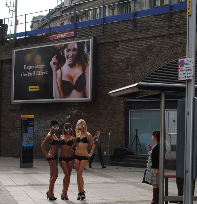 models launching Wonderbra 3D billboard