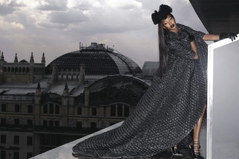 Naomi Campbell v61 Stranger in Moscow Lagerfeld