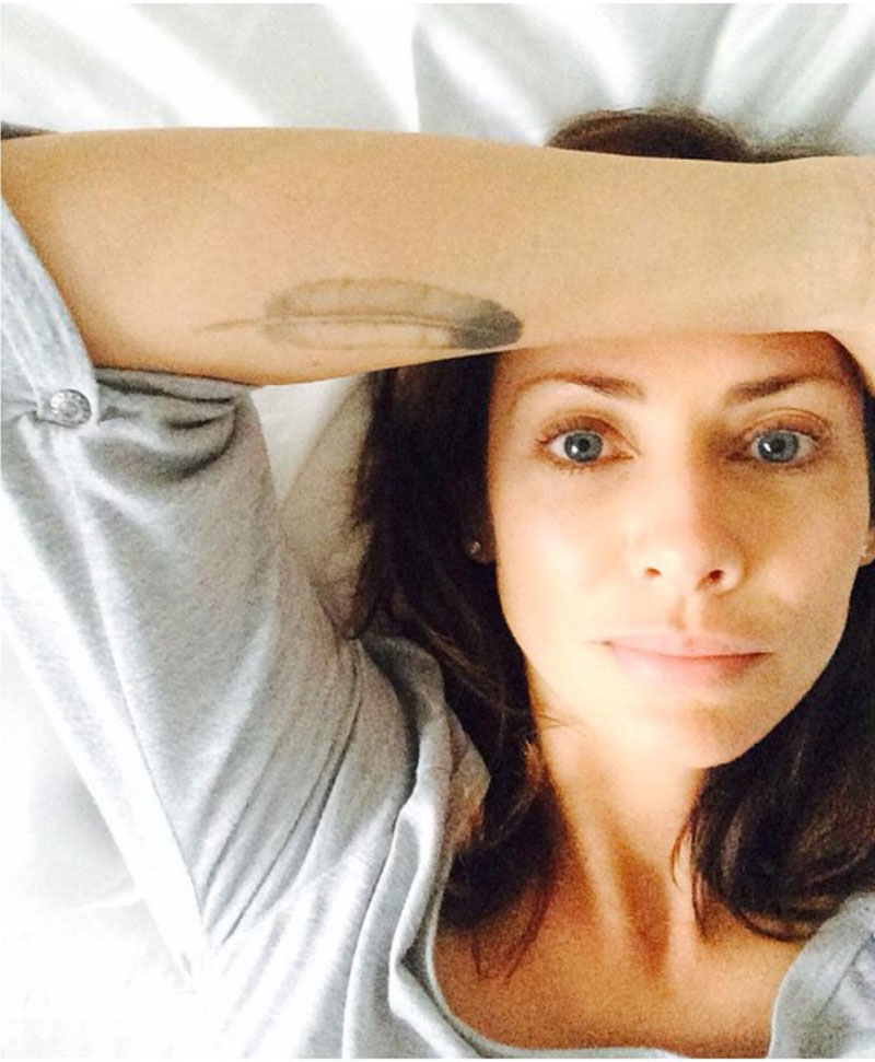 Natalie Imbruglia in bed without makeup wakeupcall