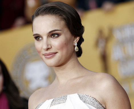 Natalie Portman white Azzaro dress Tiffany Jewelry 2011 SAG Awards