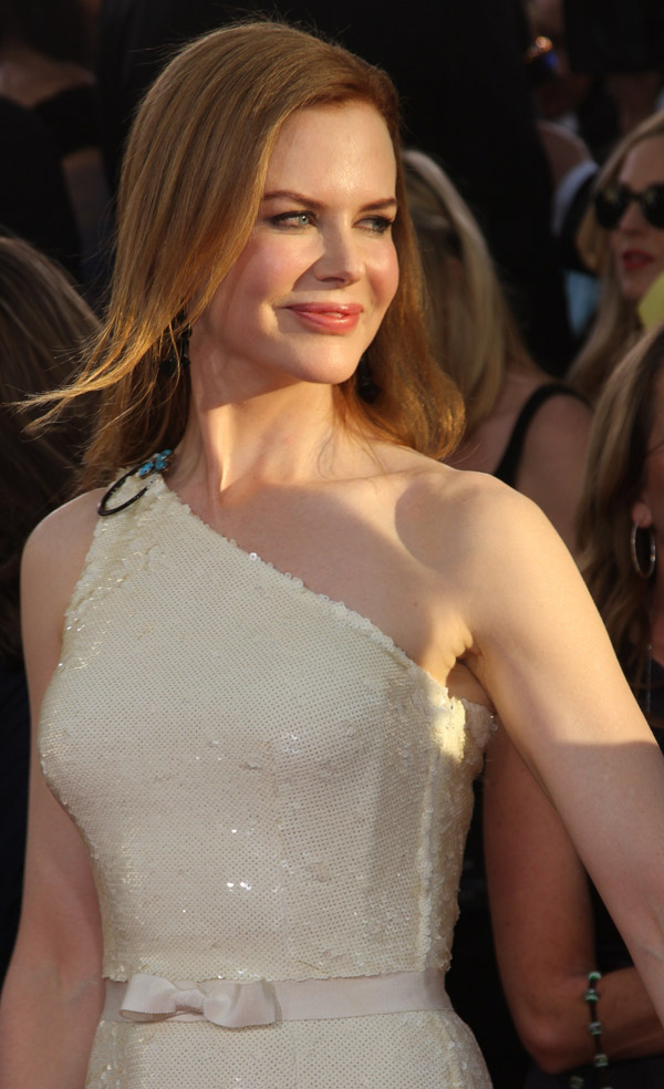 Nicole Kidman beige Prada dress Golden Globes 2011 1