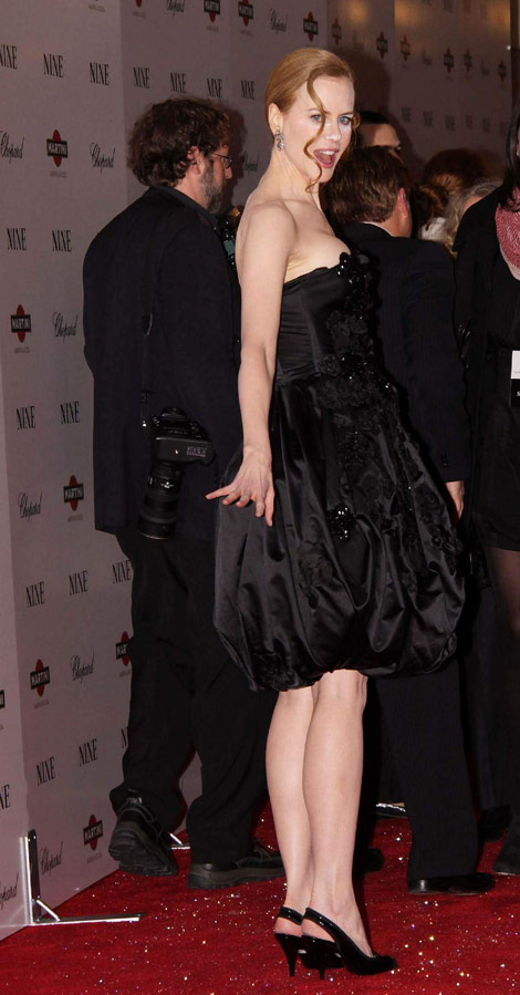 Nicole Kidman powdered nose black dress Nine Premiere