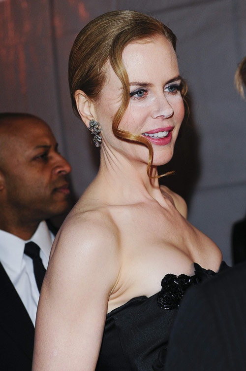 Nicole Kidman powdered nose Nine Premiere 2
