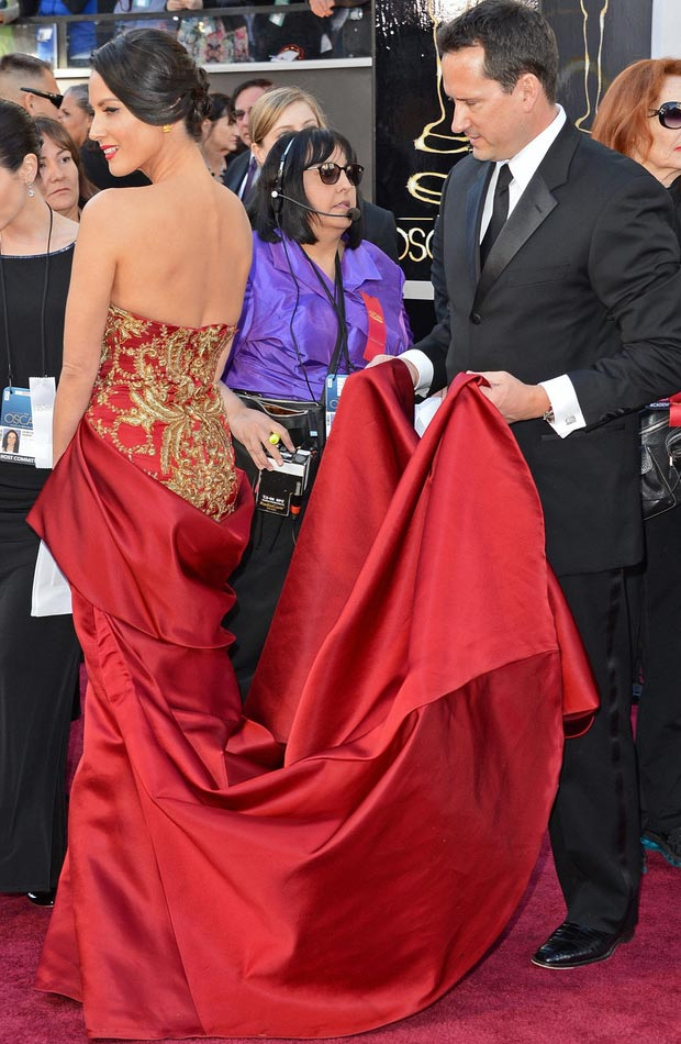Olivia Munn Marchesa red dress 2013 Oscars