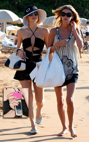 Paris and Nicky Hilton Christmas in Maui