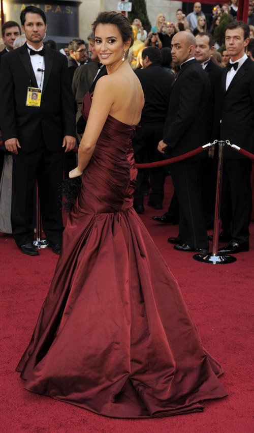Penelope Cruz Donna Karan dress 2010 Oscars 1