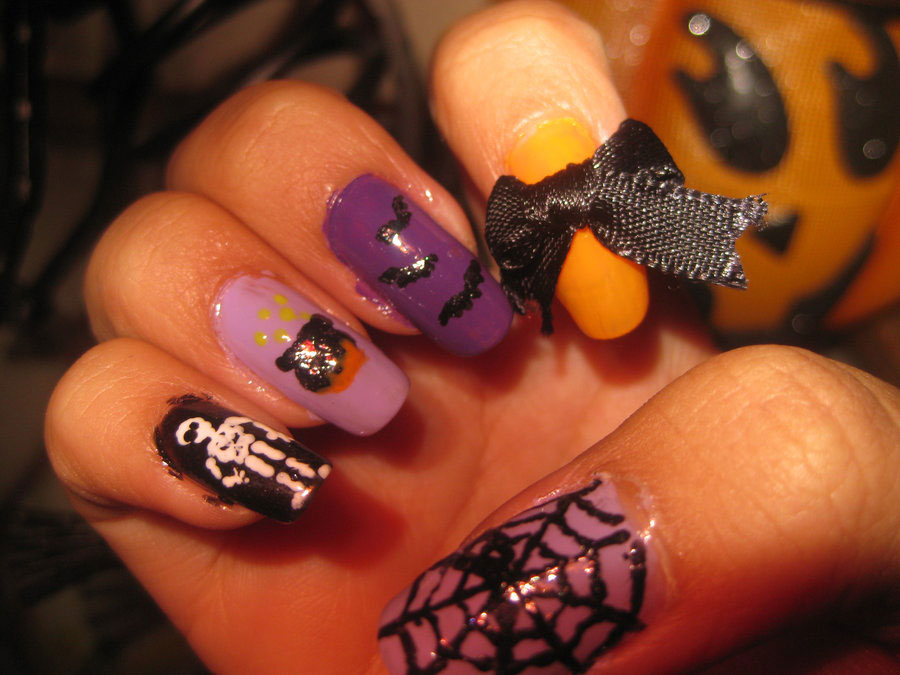 perfect Halloween manicure
