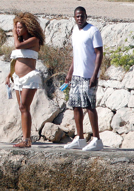 Beyonce's Baby Bump Pictured Around