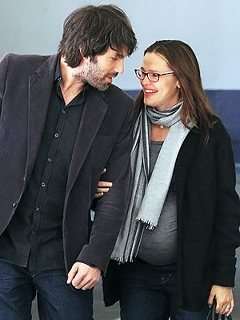 pregnant Jennifer Garner with husband Ben Affleck