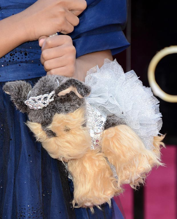 Quvenzhane wallis puppy bag 2013 Oscars