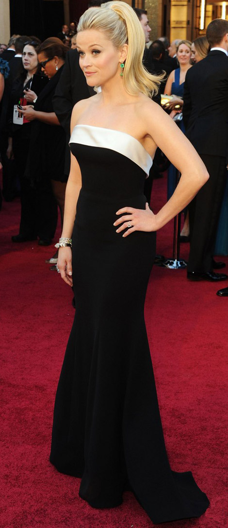 Reese Witherspoon In Black And White Armani Prive Dress For 2011 Oscars