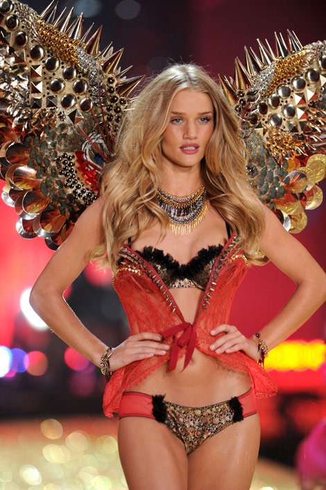 rosie huntington whitely victoria s secret fashion show