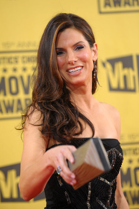Sandra Bullock's Black Alberta Ferretti Dress For Critics Choice Awards 2010