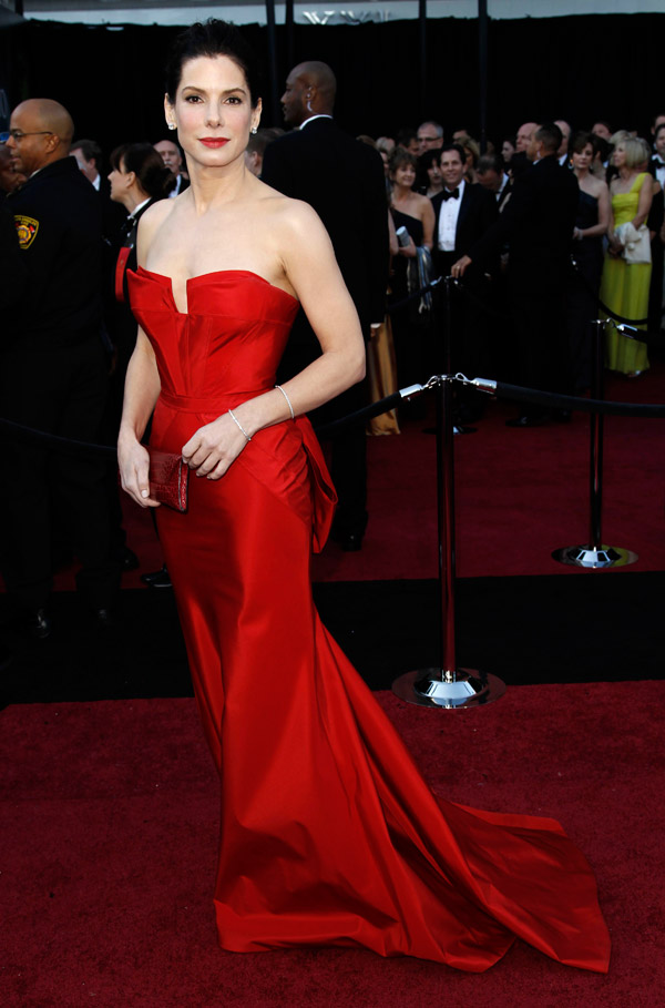 Sandra Bullock's Red Vera Wang Dress For 2011 Oscars