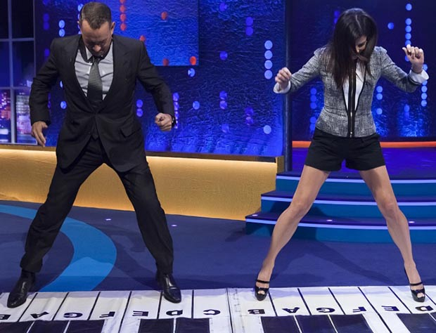 Sandra Bullock Tom Hanks piano Chopsticks dance