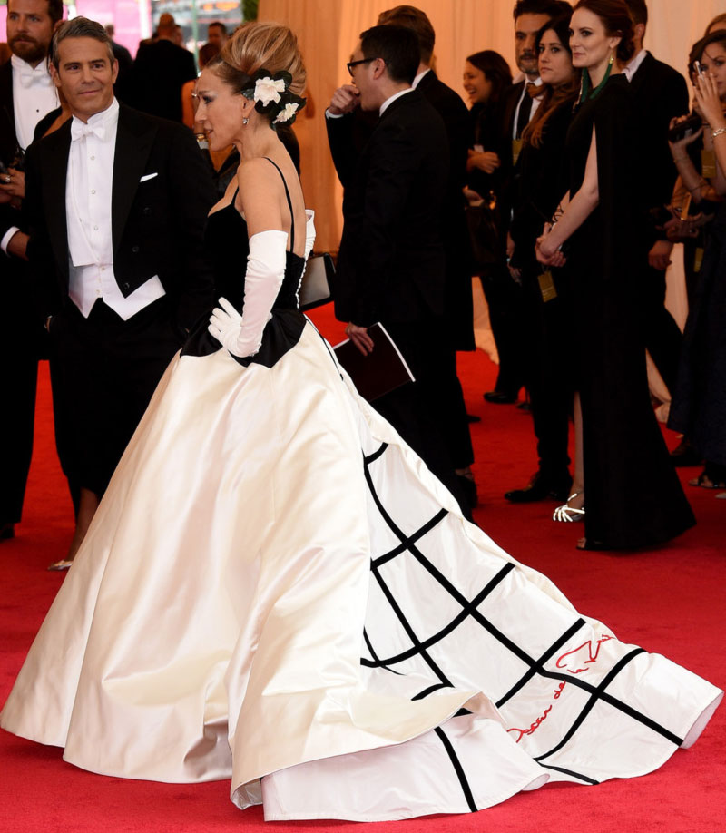 2014 met gala fashion sarah jessica parker black and white oscar de la renta petal dress - Black and white red carpet dresses ...