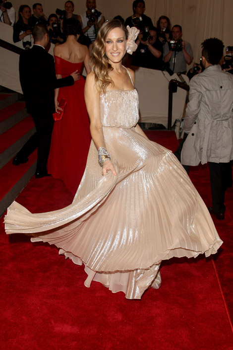 Sarah Jessica Parker Halston dress Met Gala 2010 Red Carpet