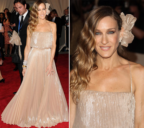 Sarah Jessica Parker In Halston Heritage Dress At Met Gala 2010