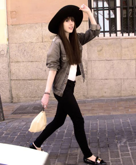 Skinny Jeans Large hat flat shoes