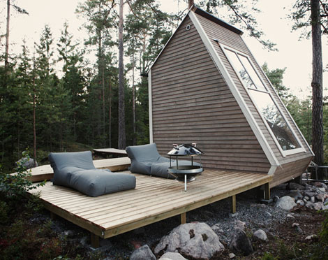 Minimalist style micro cabin in the woods stylefrizz for Minimalist cabin design