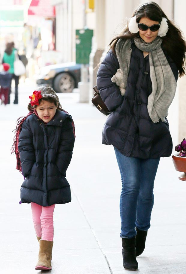 Suri Cruise Wears Winter Jacket!