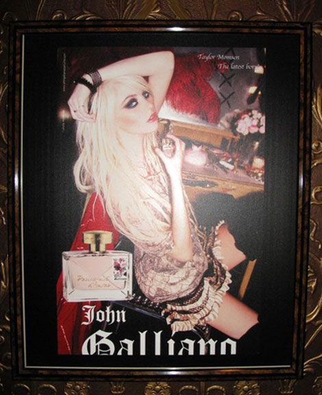 Taylor Momsen's Parlez Moi D'Amour John Galliano Perfume Ad