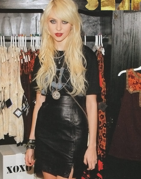 Taylor Momsen Nylon Japan dec 2009