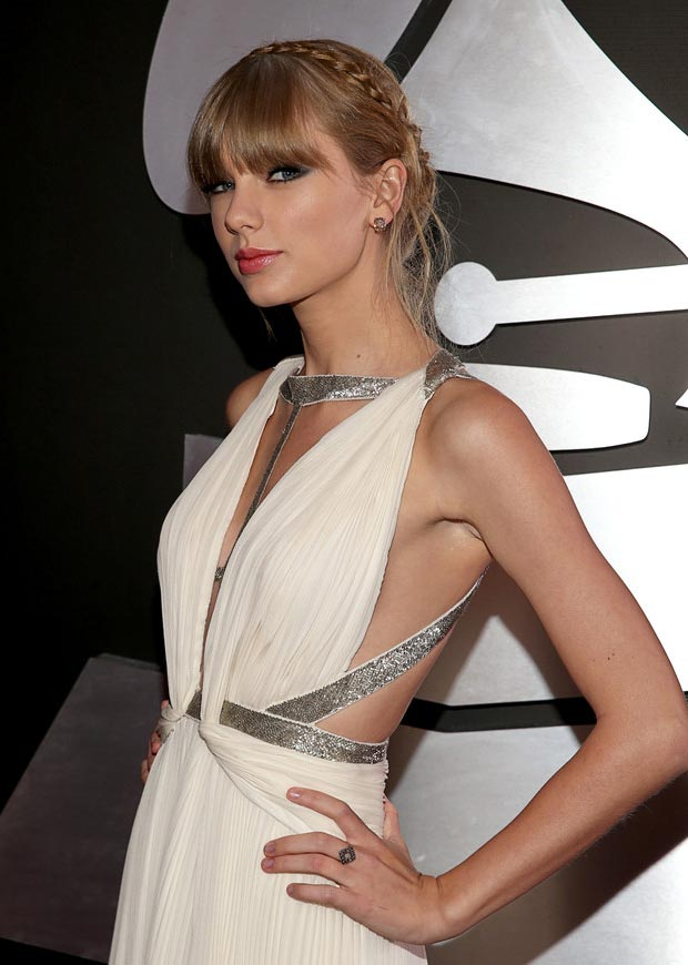 Taylor Swift 2013 Grammy Awards jewelry hairdo