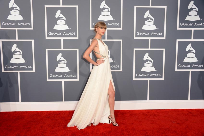 Taylor Swift 2013 Grammy Awards white dress leg slit