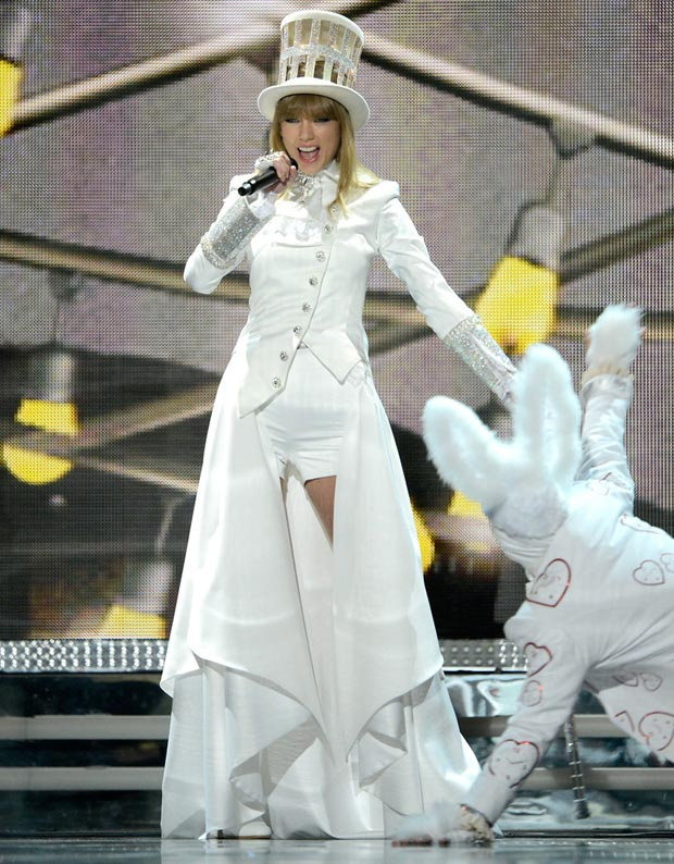 Taylor Swift 2013 Grammy Awards white performance