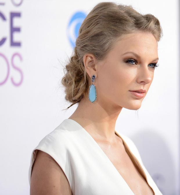 Taylor Swift&#8217;s Ralph Lauren Daring White Dress People&#8217;s Choice Awards 2013