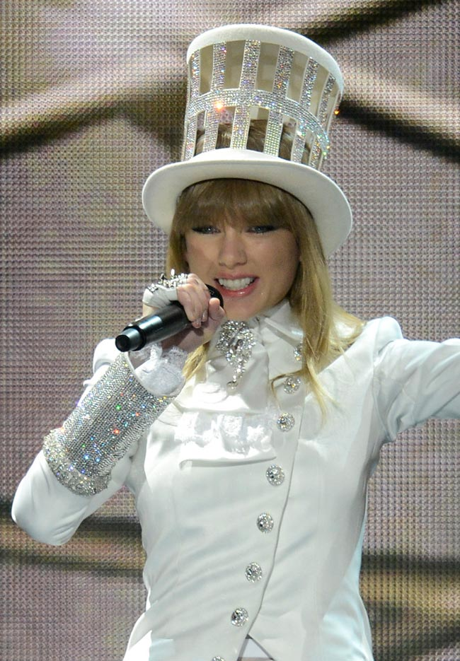Taylor Swift looks like Shania Twain 2013 Grammy stage