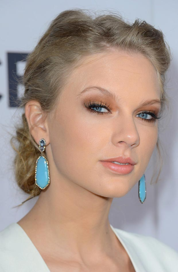 Taylor Swift makeup jewelry People s Choice Awards 2013