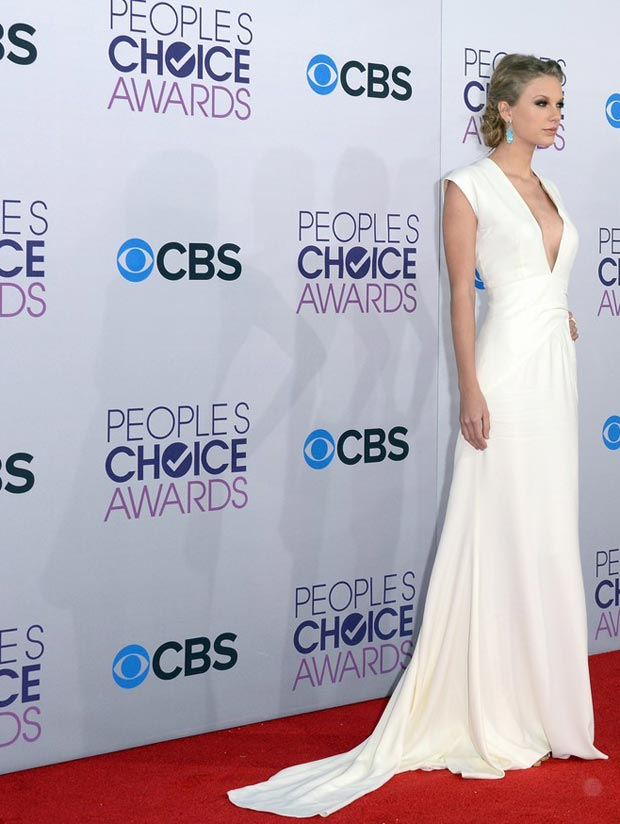 Taylor Swift s daring Ralph Lauren white dress People s Choice Awards 2013