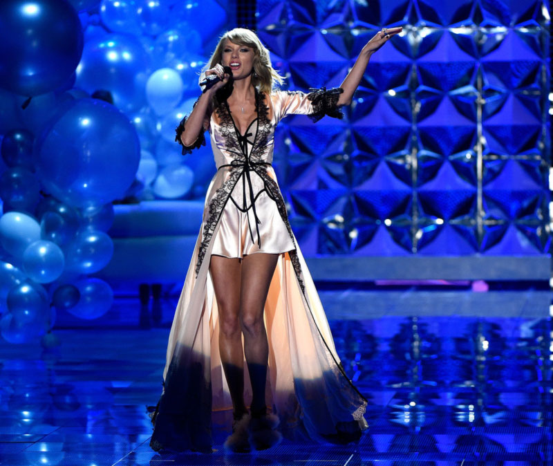 Taylor Swift Victoria s Secret 2014 Fashion Show performance outfit Dream Girl