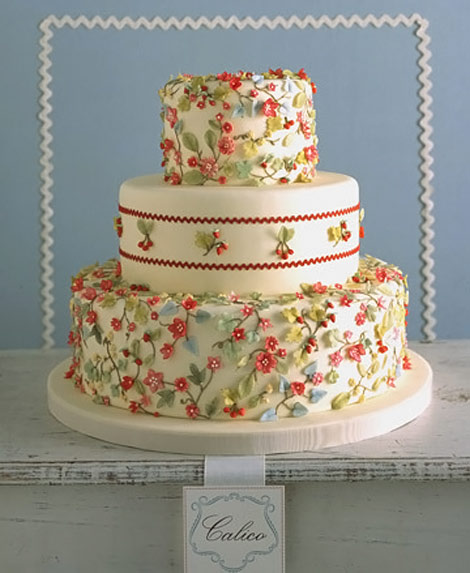 Tiny flowers wedding cake calico