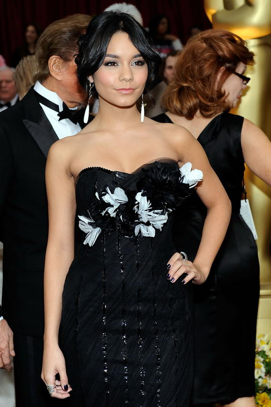 Vanessa Hudgens In Marchesa Black Dress For 2009 Oscars