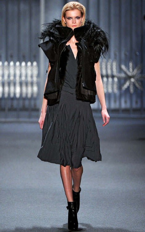 Vera Wang fall winter 2011 2012 collection Kasia Struss