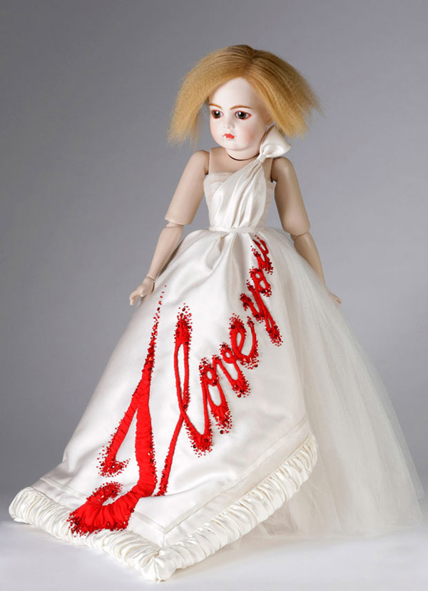 Viktor and Rolf doll whit I love you dress