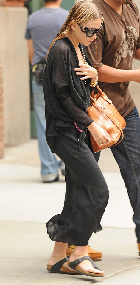 what sandals wears Ashley Olsen Birkenstock Gizeh