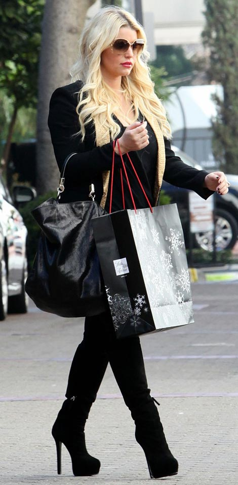 Jessica Simpson Hiding New Baby Bump?