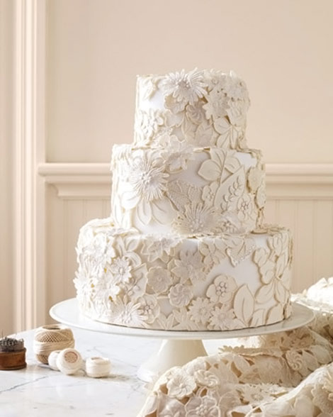 white flowers applique wedding cake